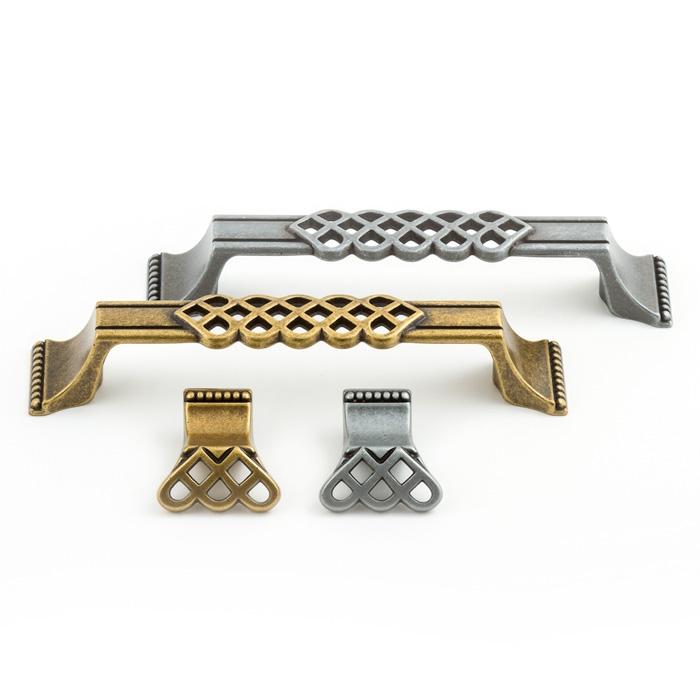 Castella Heritage Venetian Lattice Antique Brass128mm D Pull Handle