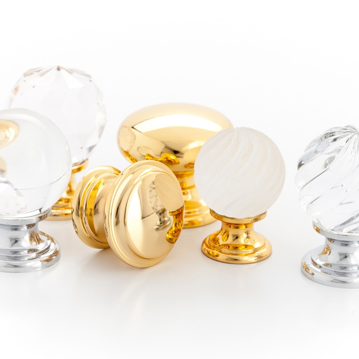Castella Heritage Sovereign Twirl Frosted Crystal with Bright Gold Base 30mm Round Knob