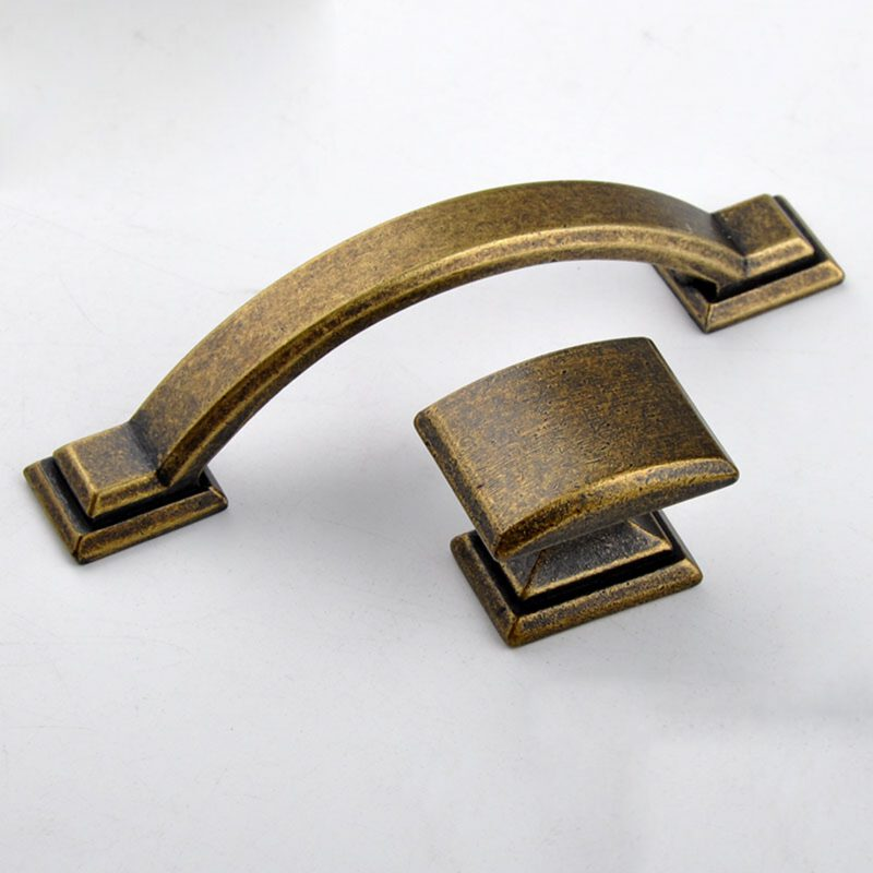3826 Small Town Collection Bronze 76mm C Pull Bow Handle With Square Base