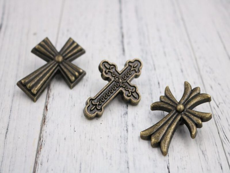 5011 Ashenvale Antique Brass 58mm Celtic Cross Knob